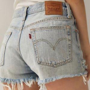 NWT Levi's 501 midrise shorts - size 28